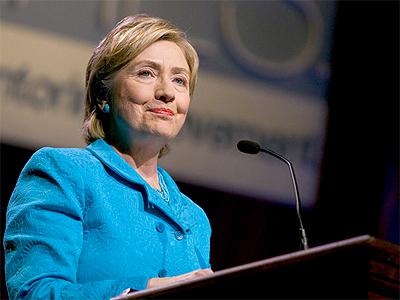 Clinton arranca el debate prometiendo luchar contra la desigualdad en EEUU