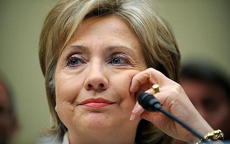 Clinton defiende en el Congreso que diplomacia implica riesgos