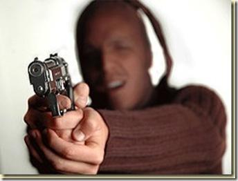 Atracan a mano armada a camarógrafo de SIN