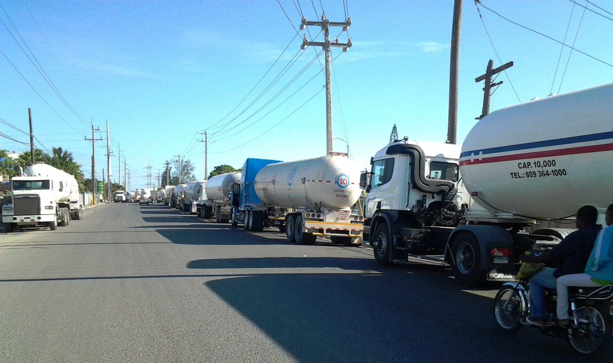 Transportistas de combustibles decidirán esta tarde si harán paro mañana