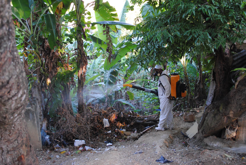 Salud Pública y el hospital Hugo Mendoza realizan operativo para prevenir el dengue