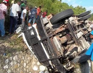 Al menos seis muertos en accidente de tránsito en Villa Altagracia