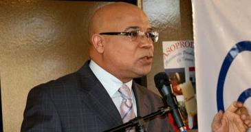 Entregan reconocimiento a periodista Marino Zapete