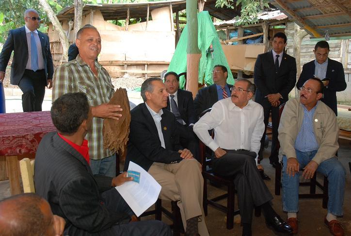 Tabaqueros Villa González solicitan financiamiento de RD$100 millones al presidente Medina