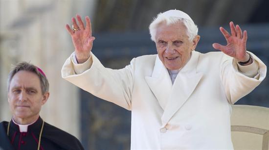 Benedicto XVI habla de Juan Pablo II en su primera entrevista tras renuncia