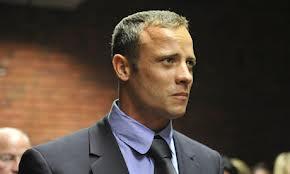 El fiscal acusa a Pistorius de mantener dos versiones contradictorias
