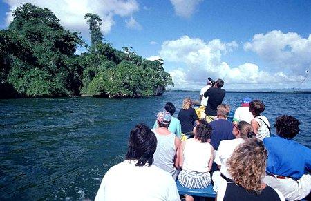 Turismo dice ha aportado más de US$10,000 millones a economía en dos años