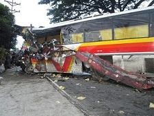Sube a 26 la cifra de muertos en accidente de autobús en el sur de Perú