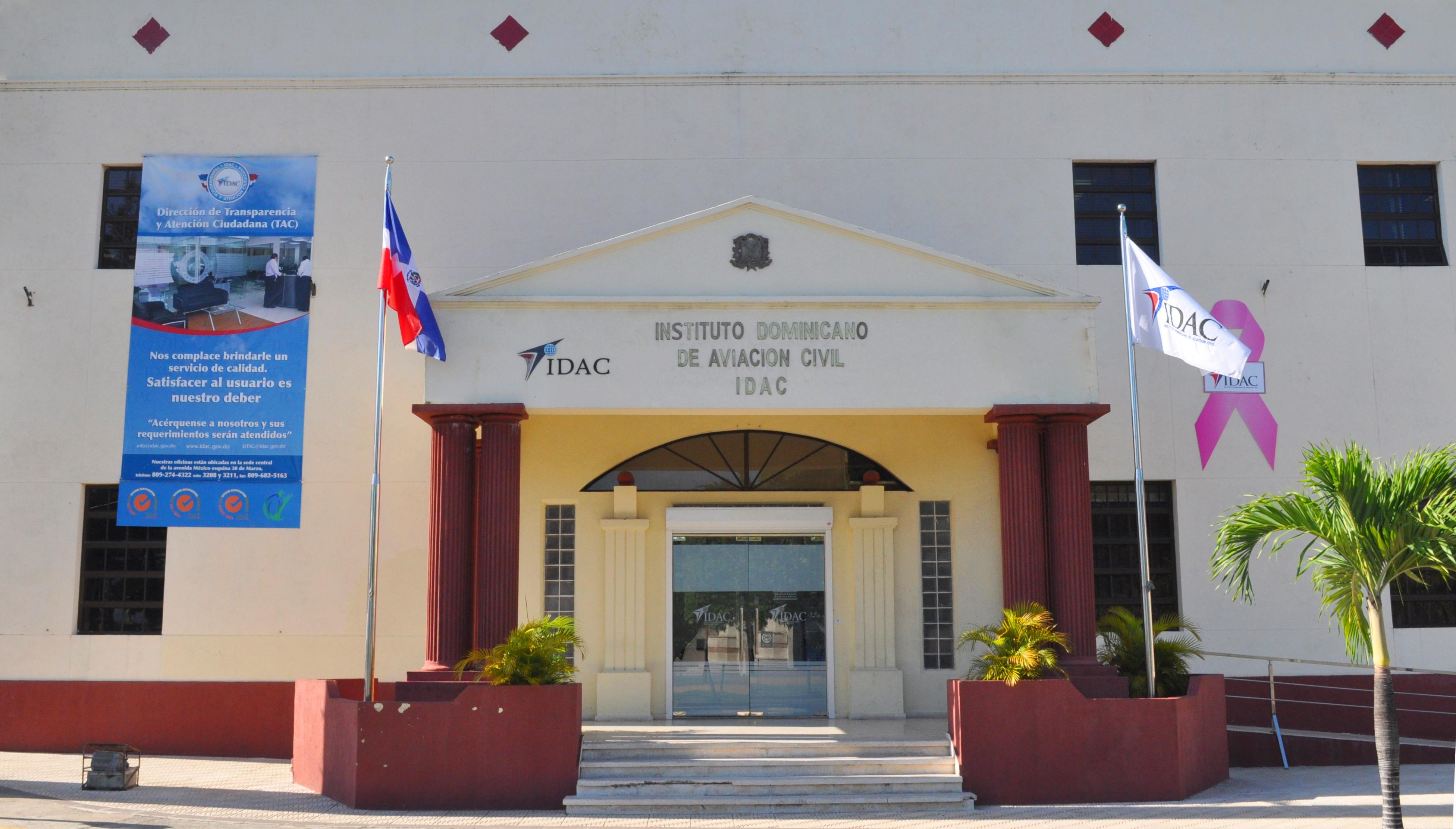 IDAC rechaza viole la ley con cancelación de controladores aéreos