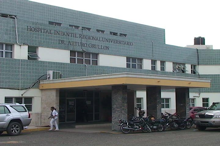Más de 200 empleados del sector salud en Santiago reclaman sueldo y regalía pascual