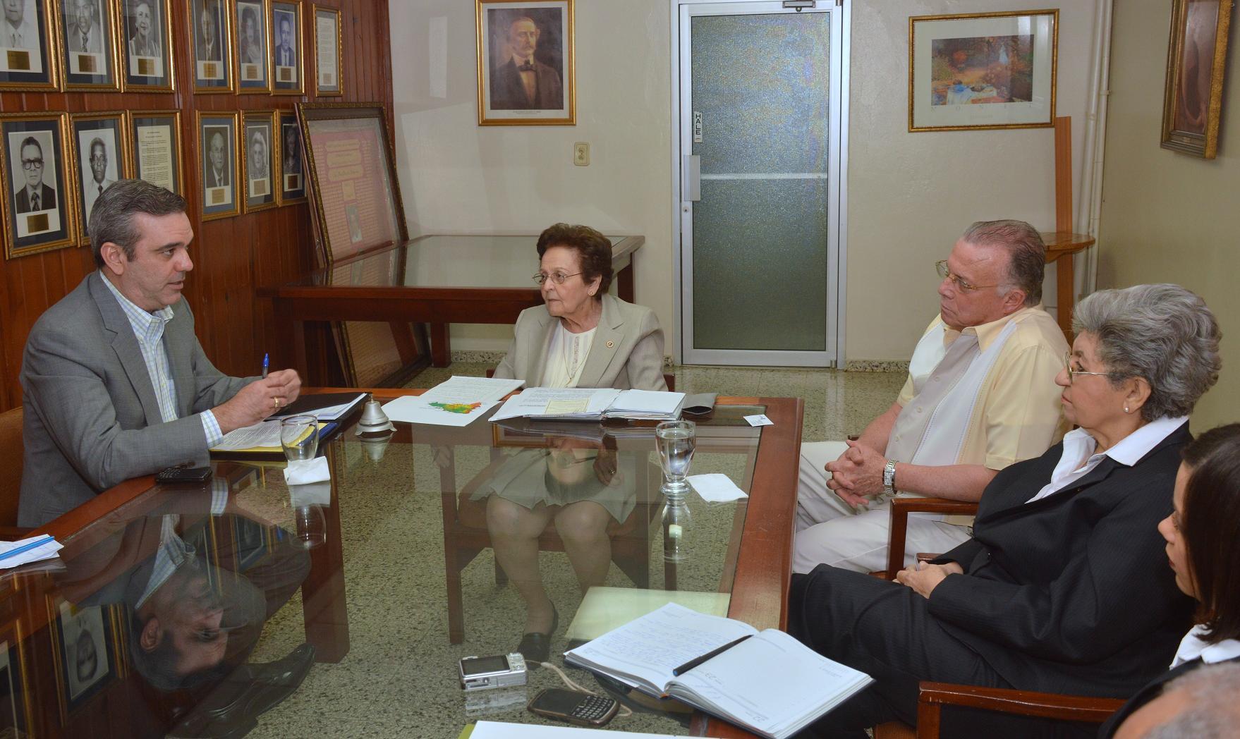 Luis Abinader sugiere mayor presupuesto para los centros de la Asociación de Rehabilitación