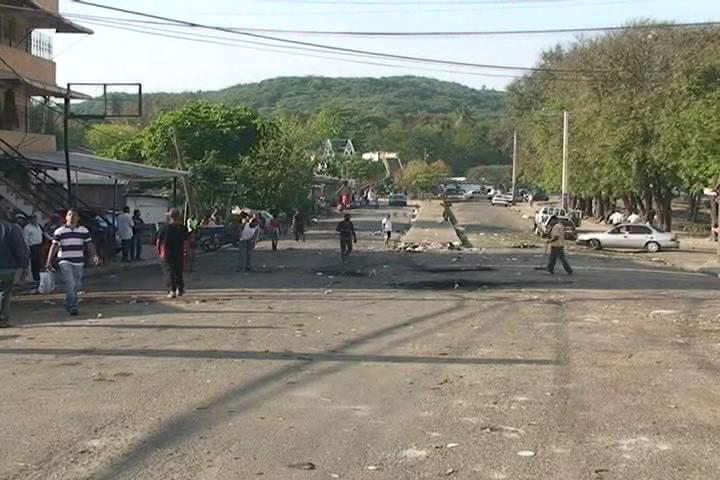 Vendedores de Santiago protestan ante desalojo de área comercial