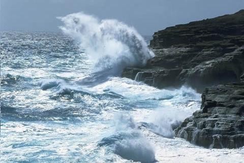 Onamet: Persisten oleajes peligrosos en toda la costa atlántica