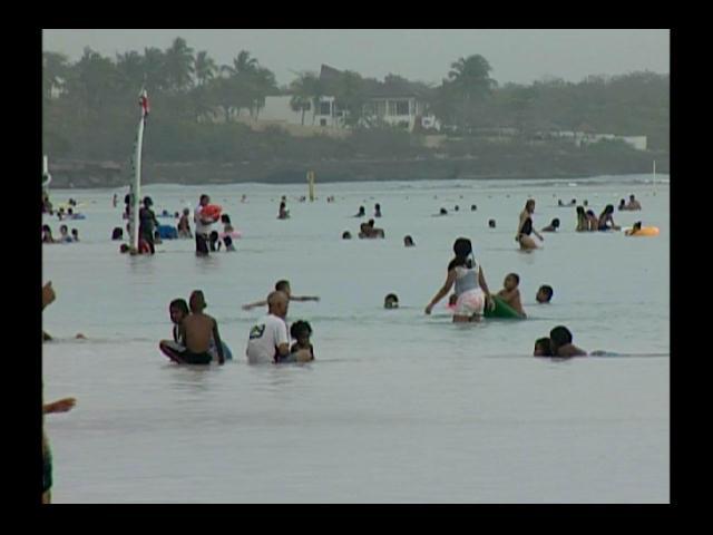 Bañistas comienzan a disfrutar de las playas de Este del país