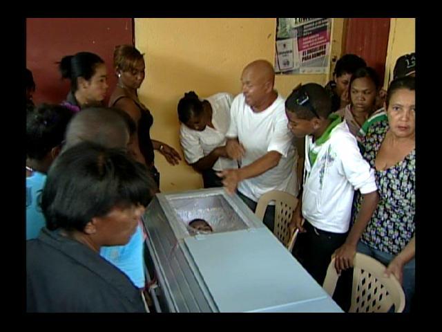 Velan restos de hombre asesinado por su hijastro por 200 pesos