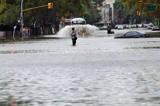 Al menos seis muertos por intensas lluvias en Buenos Aires