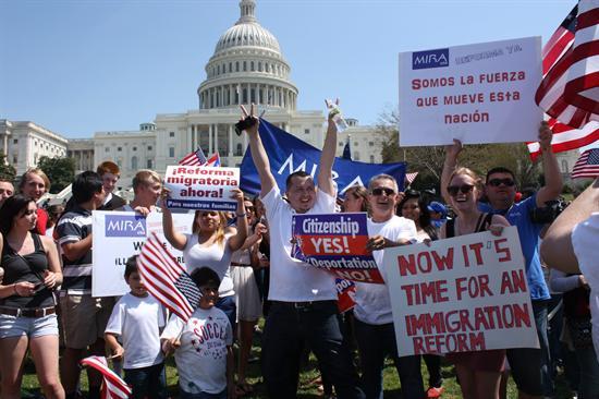 Llegan a Washington miles de activistas para exigir reforma migratoria