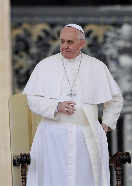 El papa pide buscar formas pacíficas para superar crisis en Venezuela