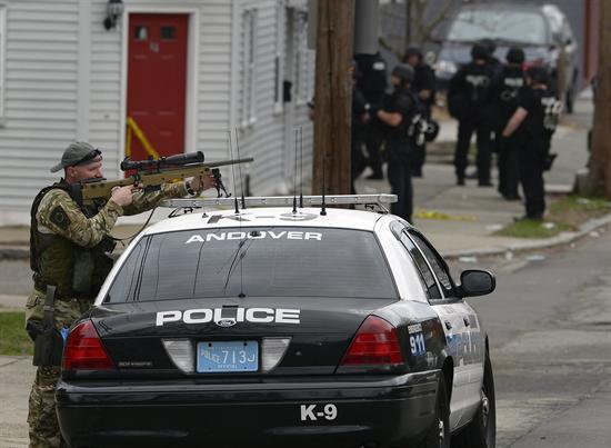 Policía rodea al posible sospechoso, según cadenas estadounidenses