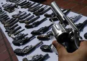 La Policía de Perú detiene a 30 personas e incauta unas 200 armas