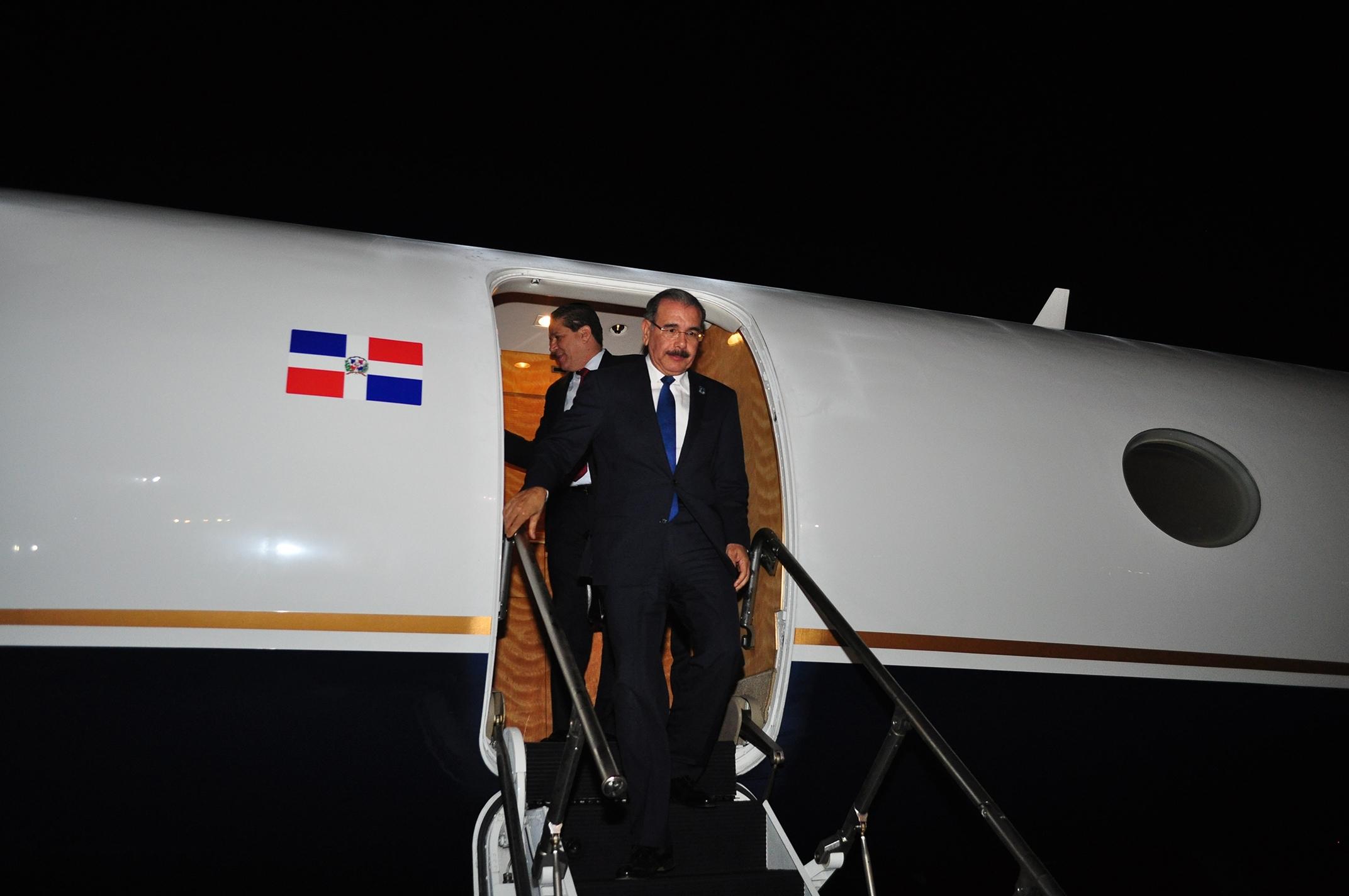 Presidente Medina retorna a RD tras juramentación de Maduro