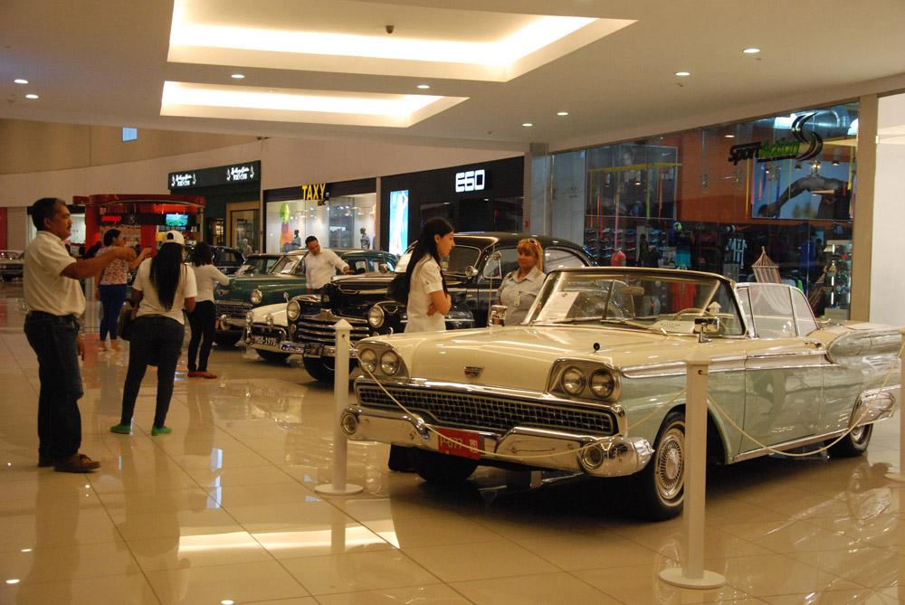 """Inauguran """"Auto Evolution"""", exhibición con más de 50 autos antiguos"""
