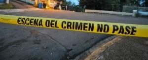 Matan anciano de 82 años y esconden cadáver debajo de puerta