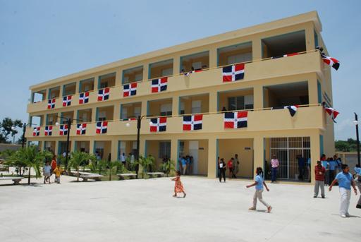 Entregan más de RD$1,405 MM para edificación de nuevas aulas