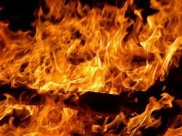 Mujer quema vivo a su hijo en ritual para salvar otro