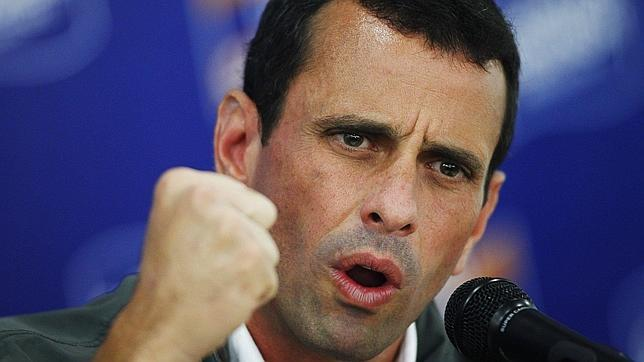Capriles llama de nuevo a movilizarse hacia las oficinas electorales