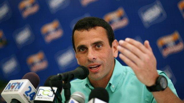Capriles se niega firmar pacto