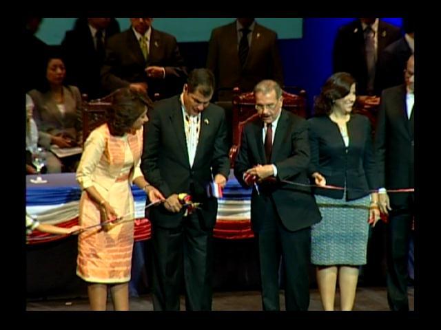 Presidentes Medina y Correa inauguran Feria Internacional del Libro