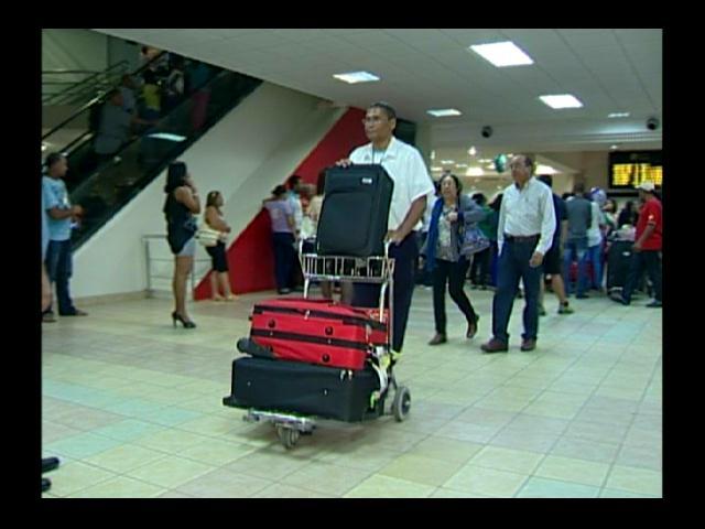 Viajeros nativos y extranjeros lamentan retiro de líneas aéreas