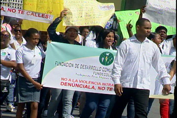 En los Guarícanos marchan en contra de la violencia hacia la mujer
