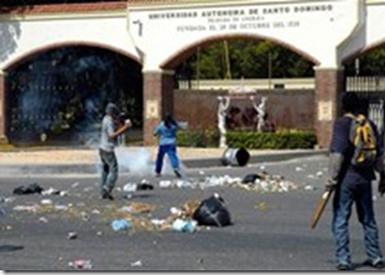 Hieren de bala a otro coronel PN en disturbios de la UASD