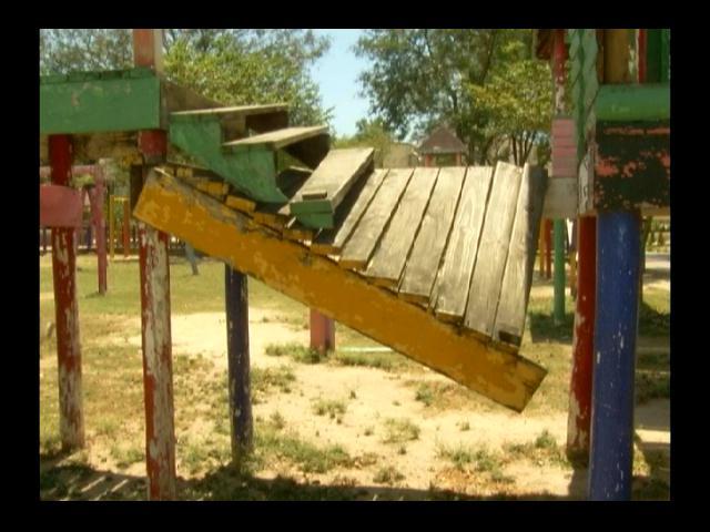 Parque de Hainamosa en total deterioro