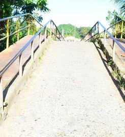 Sectores La Arenita y El Macuto reclaman puente