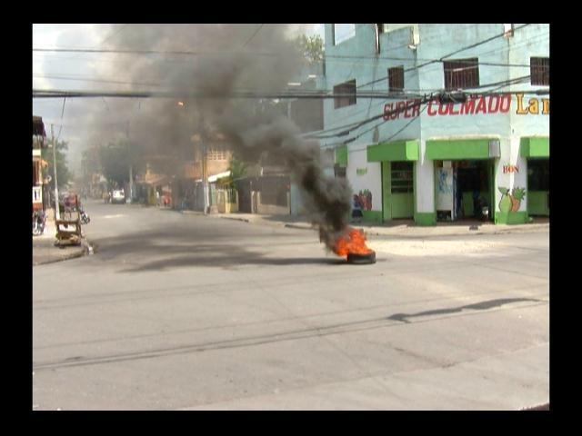 Quejas y protestas por apagones en sectores de la zona norte del DN
