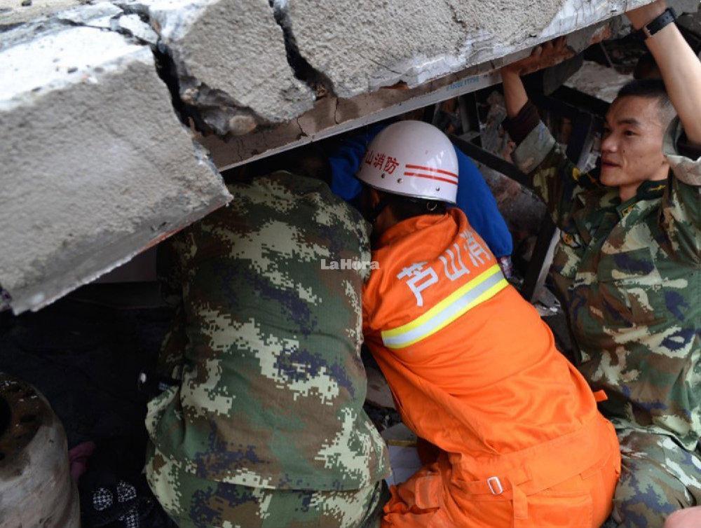 Más de 2,300 réplicas complican las tareas de rescate en China