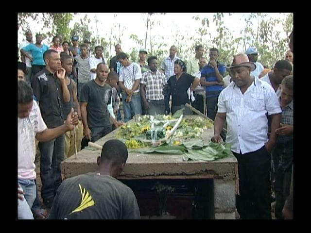 Sepultan restos de comerciante asesinado en atraco en Villa Mella
