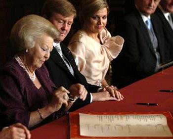 Beatriz de Holanda abdica en primogénito; habrá reina suramericana