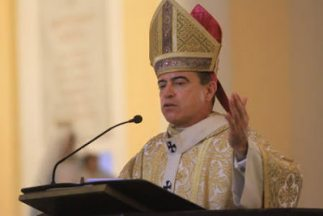 Vaticano pide renuncia del Monseñor Roberto González