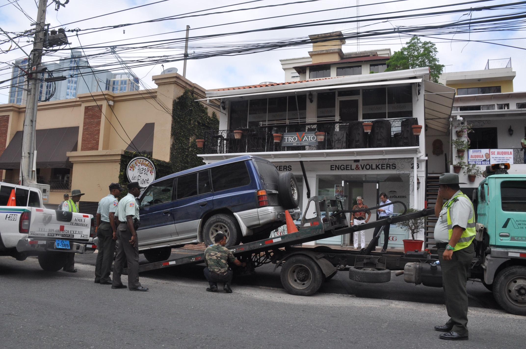 Recuperan espacios públicos utilizados para estacionar vehículos