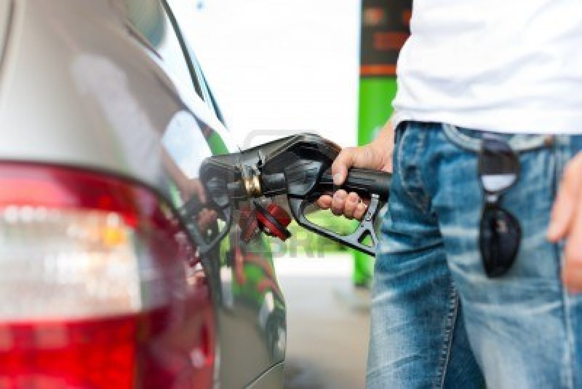 Congelan precios de gasolinas y gas natural; otros combustibles bajan