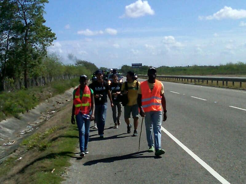 Dominicanos de ascendencia haitiana realizan caminata desde SPM