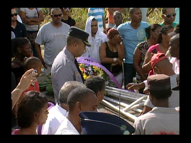 Sepultan restos de raso PN con honores en cementerio de Haina