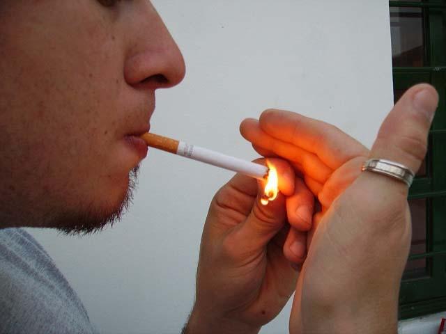 Nueva York propone aumentar de 18 a 21 años la edad para fumar