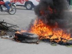 Protestan en Vallejuelo por arreglo de carretera