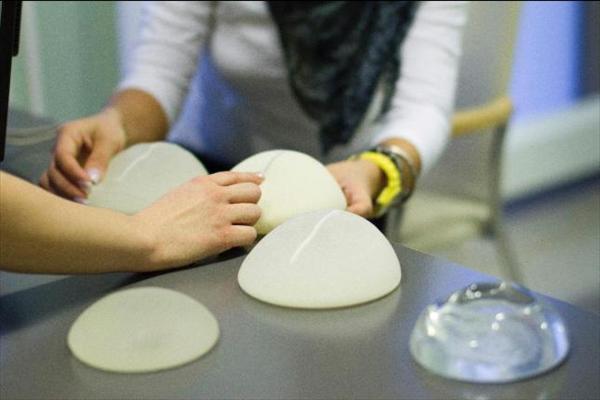 Creador implantes mama fraudulentos dice no ponían en riesgo la salud