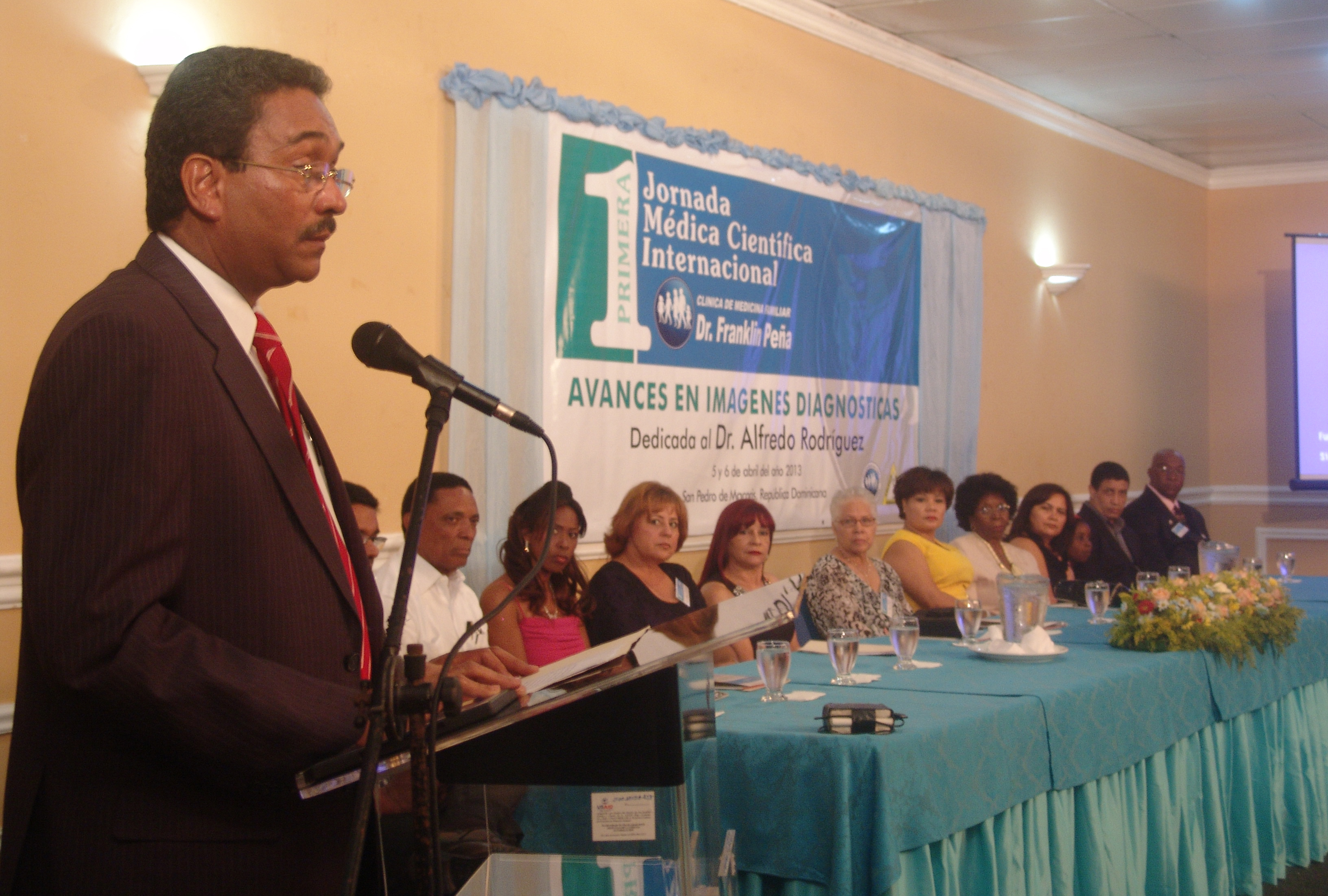 Más de 300 médicos participan en Jornada Científica internacional